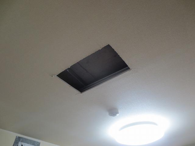 天井裏の確認にお邪魔しました。