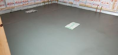 本体工事が進み、弊社の浮き床コンクリート打ちに入らせて頂きました。