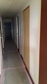 廊下側入り口は埋めて間仕切り壁に大変身です。