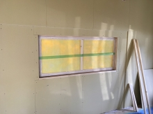 結露防止パネルを設置して壁の1部に変身させます。
