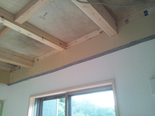 まず天井解体から始まります。