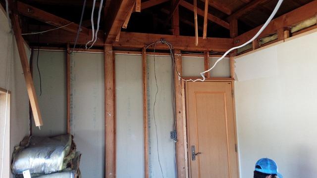解体後のお部屋です。 躯体の遮音補強が始まります。