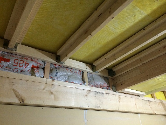 天井をつくっています。
