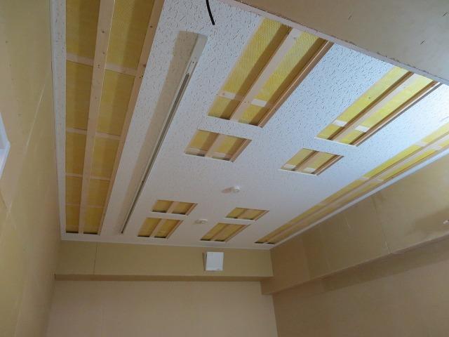 防音室ができあがってきました。 天井はもちろん吸音天井です。