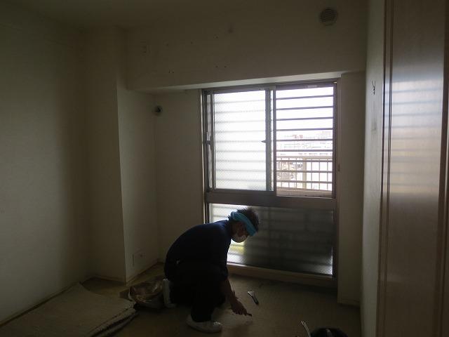 改修前のお部屋です。 床を解体しています。