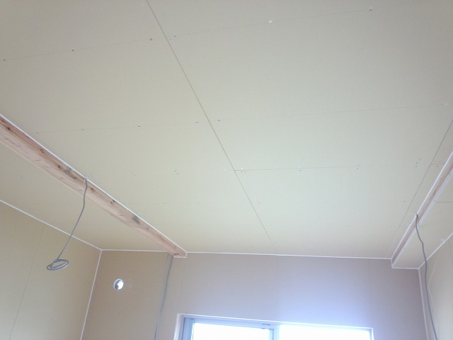 第一の壁・天井ができあがりです。