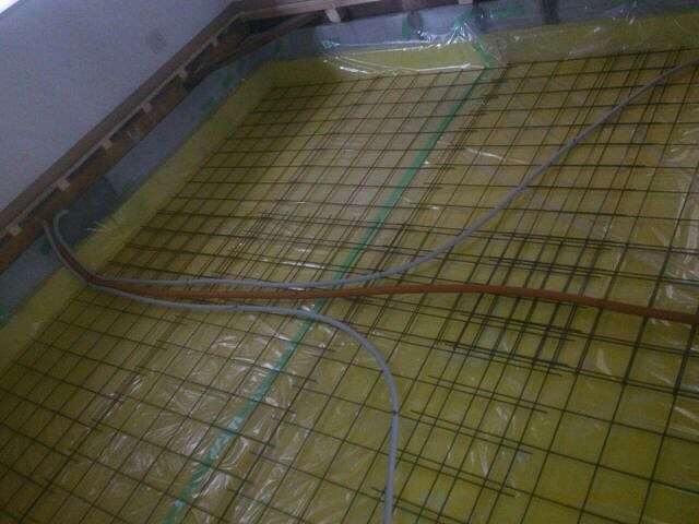 浮き床コンクリートの準備です。