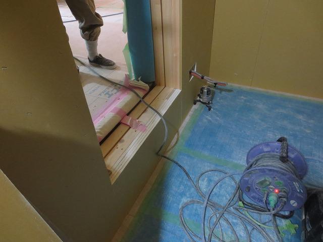 浮き床コンクリート仕様は出入口に段差が生じます。