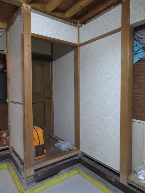 築35年ということと、天井高確保のため 床を解体後コンクリートで基礎をつくりました。
