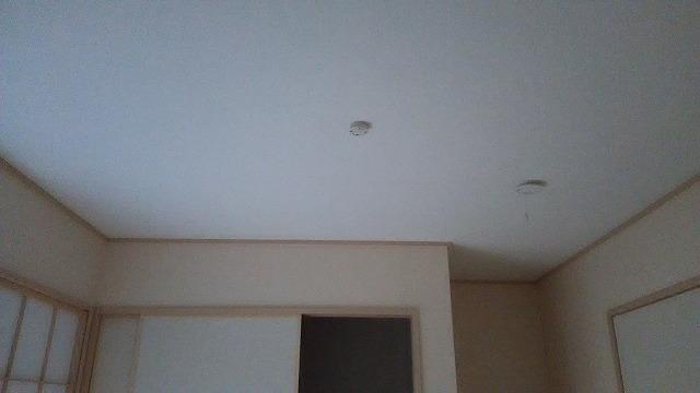 新築ですが、既存の壁や天井を解体します。