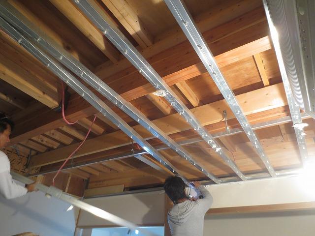 天井の解体です。