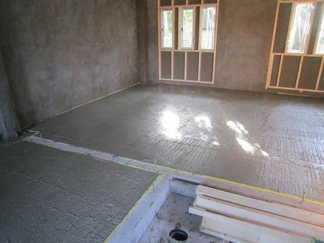 浮き床コンクリート・壁モルタル塗まで完了です。