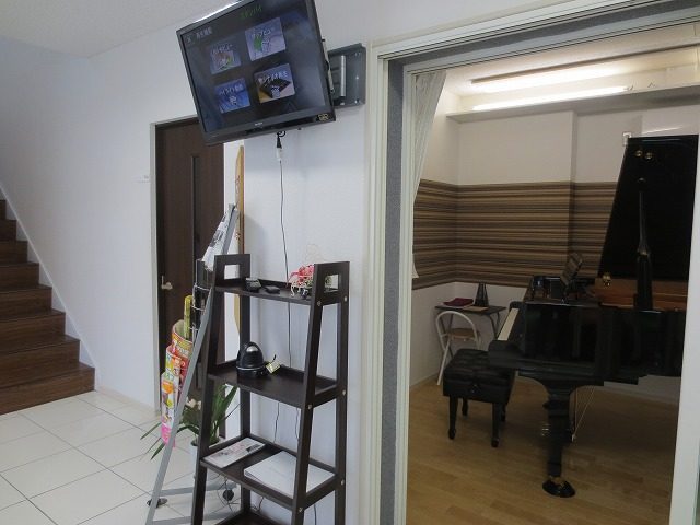 階段横の北側ピアノ室がレコーディング・バンド室に生まれ変わります。