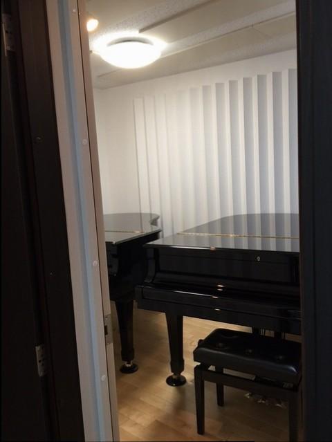 ショールーム南側ピアノ室が完成しました!