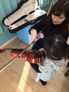 2歳からでもサイズがあるのでバイオリンレッスン可能だそうです!