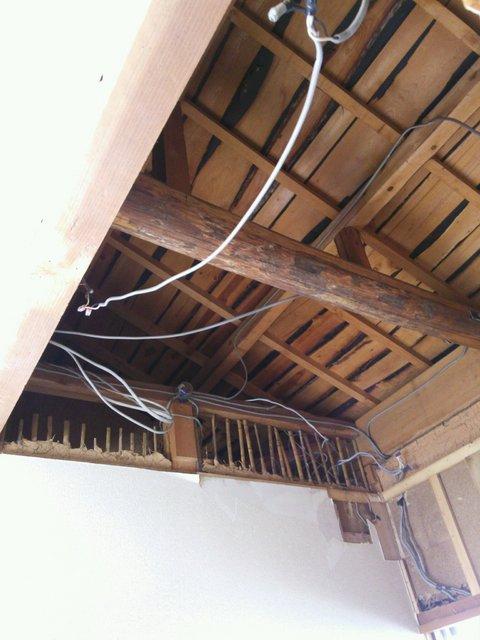 天井も解体して遮音天井をつくります。