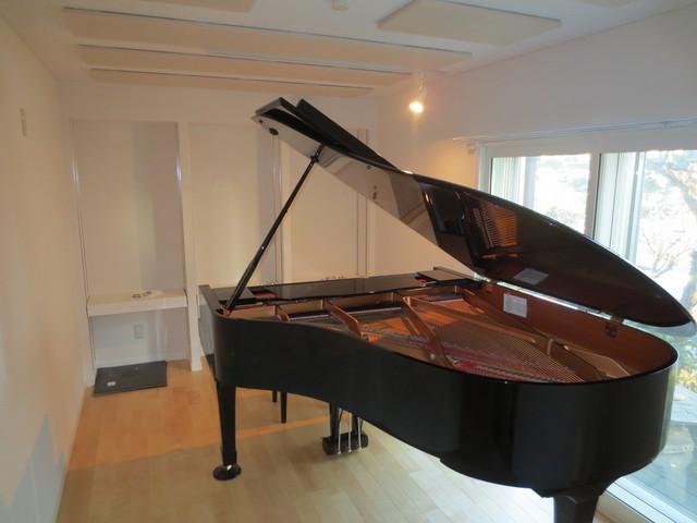 7.5畳にC-3だけが入っているピアノ室です。