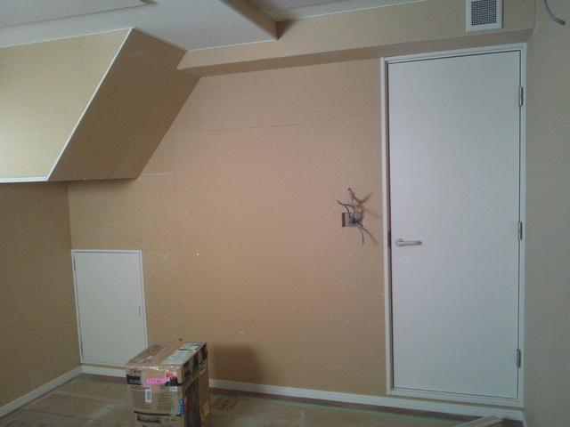 後は新築工事屋さんの内装工事・電気工事で完了となります。