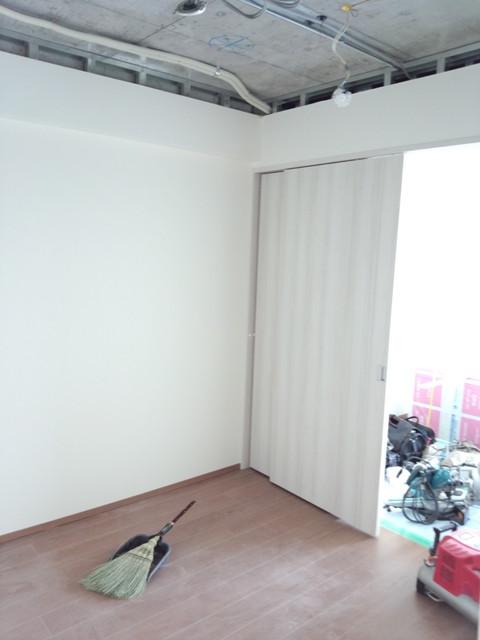 まずは天井の解体です。これにより天井高は10センチ近く上がります。