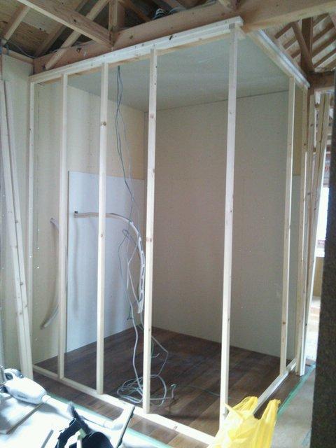 普段の防音室と変わらず2重構造になっています。こちらは外壁部分の下地です。