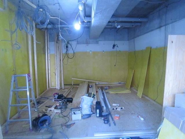 天井を解体して遮音工事に入っていきます。