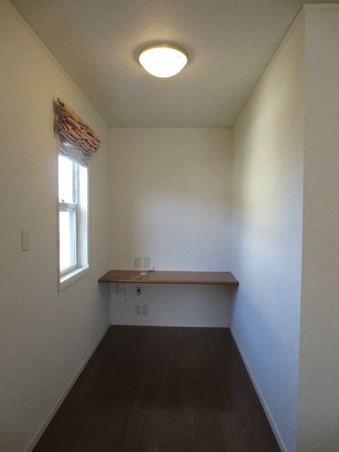 元々は約3畳のスペースで書斎として使われていました。工事後は約1.5畳のお部屋になりました。