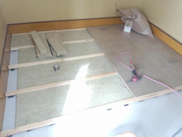現状の建物の補強終了後、 第二遮音床、壁、天井を 作っていきます。
