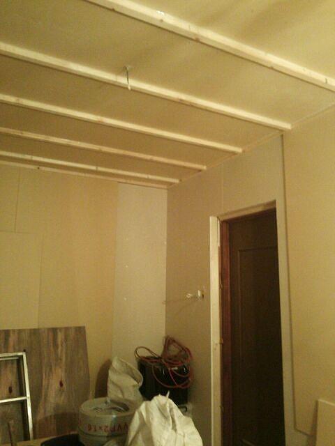 防音室側の壁ができあがってきました。