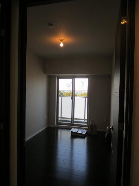 改修前のお部屋です。 新築ですが既存の天井、壁、床を 解体していきます。