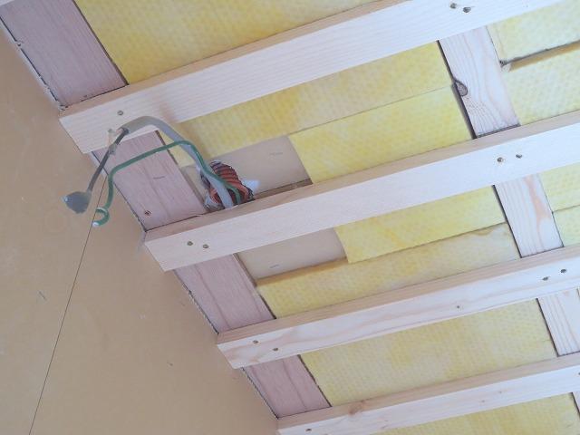 天井も遮音補していきます。